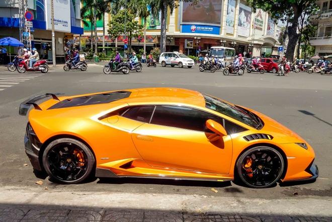 Sieu xe Lamborghini Huracan do kieu xe dua o Sai Gon hinh anh