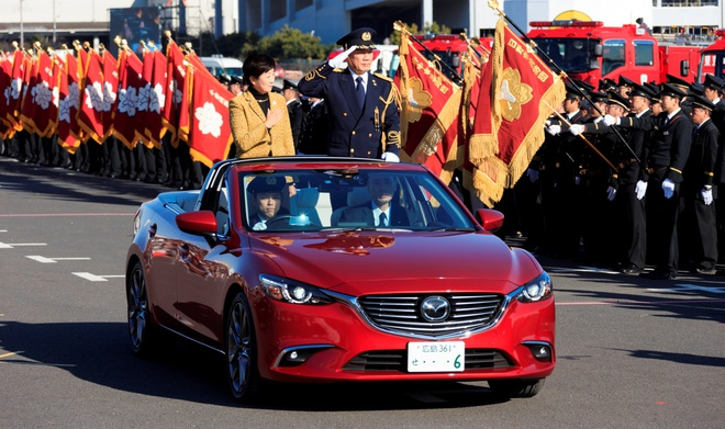 Mazda6 bien thanh xe mui tran la mat hinh anh 1