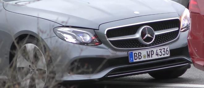 Mercedes-Benz E-Class Cabriolet 2018 anh 2
