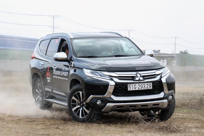 Danh gia Mitsubishi Pajero Sport 2017 – chay dia hinh tot, gia cao hinh anh