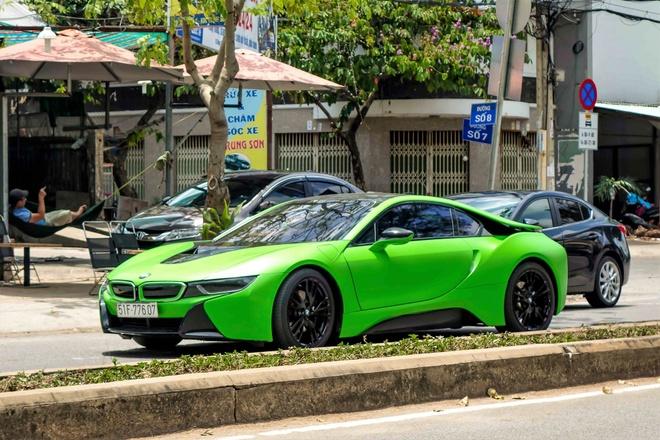 BMW i8 mau xanh xuat hien o Sai Gon hinh anh