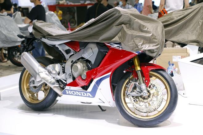 Moto tran ngap truoc gio khai mac Vietnam Motorcycle Show 2017 hinh anh