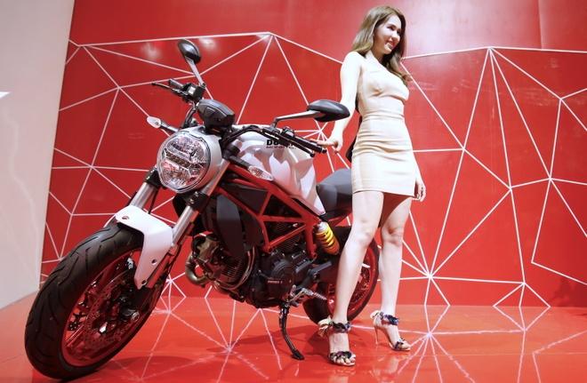 Ngoc Trinh xuat hien trong buoi gioi thieu xe Ducati moi hinh anh