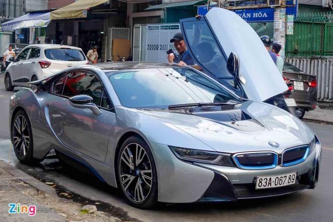 BMW i8 doc nhat cua thieu gia ve so Soc Trang tai xuat o Sai Gon hinh anh 2