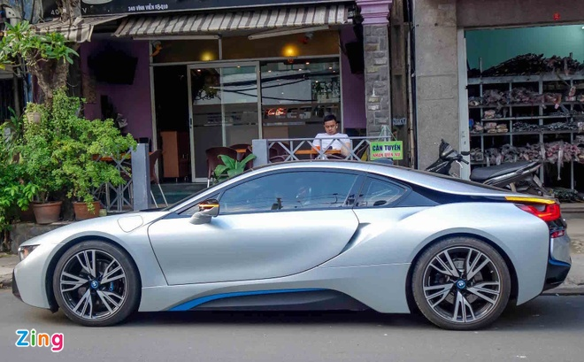 BMW i8 doc nhat cua thieu gia ve so Soc Trang tai xuat o Sai Gon hinh anh 5
