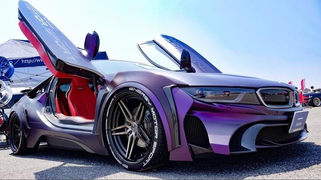 BMW i8 do phong cach Batman hinh anh