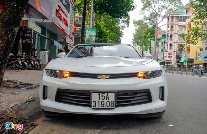 Xe the thao Chevrolet Camaro 2017 dau tien tren duong Sai Gon hinh anh 1