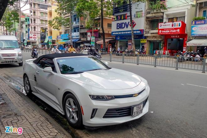 Xe the thao Chevrolet Camaro 2017 dau tien tren duong Sai Gon hinh anh 2