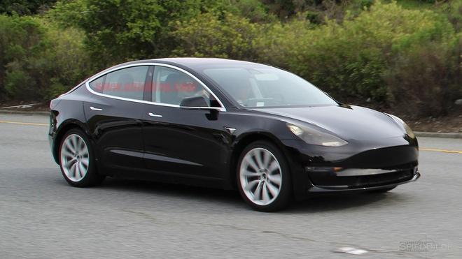 Tesla Model 3 ban thuong mai xuat hien tren duong hinh anh