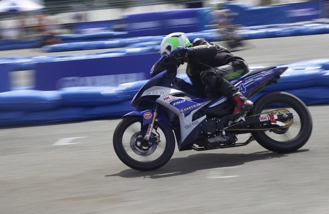 Nam nu dua chung trong giai dua Yamaha GP o Can Tho hinh anh