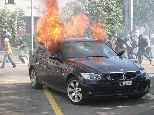BMW 328i bi chay vi loi he thong dien hinh anh 1