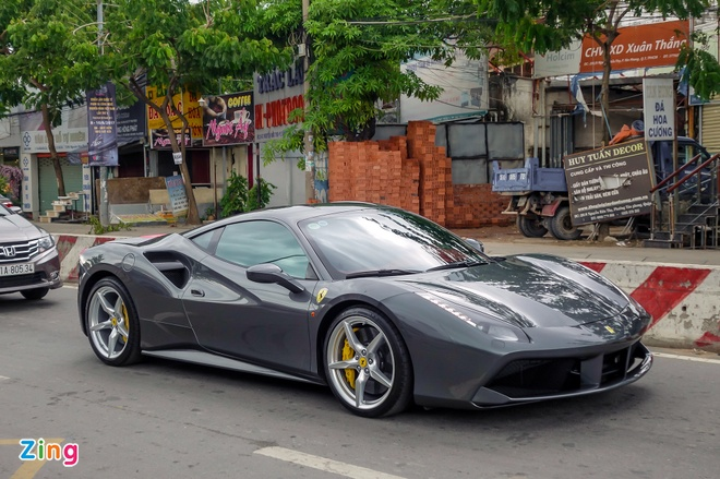 Cuong Do La tau them sieu xe Ferrari 488 GTB mau xam hinh anh