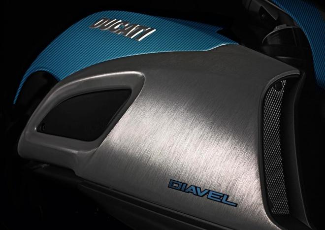 Ducati Diavel ban do carbon xanh doc dao hinh anh 2