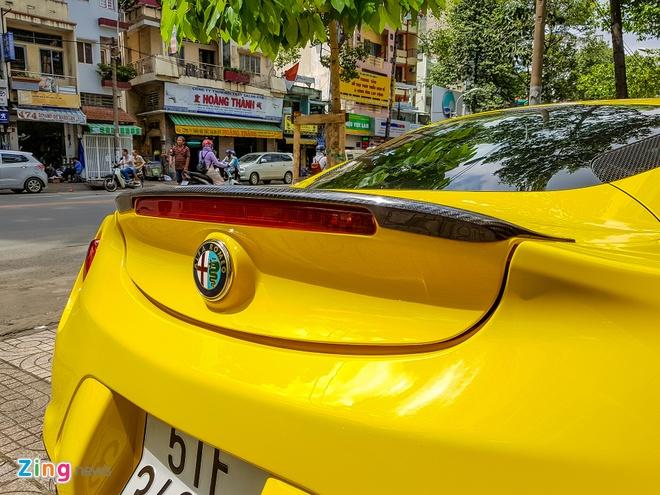 Alfa Romeo 4C doc nhat Viet Nam doi mau vang hinh anh 7