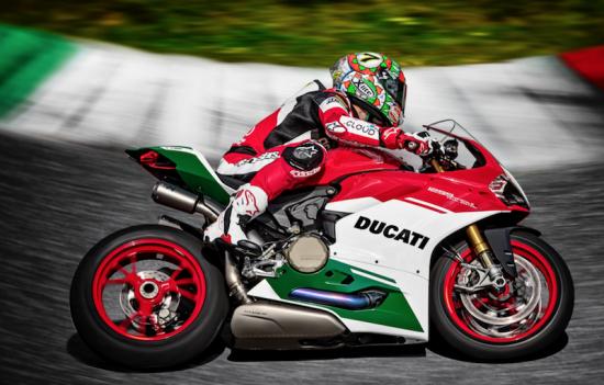 Thu tieng po Ducati 1299 Panigale R Final Edition tren duong dua hinh anh