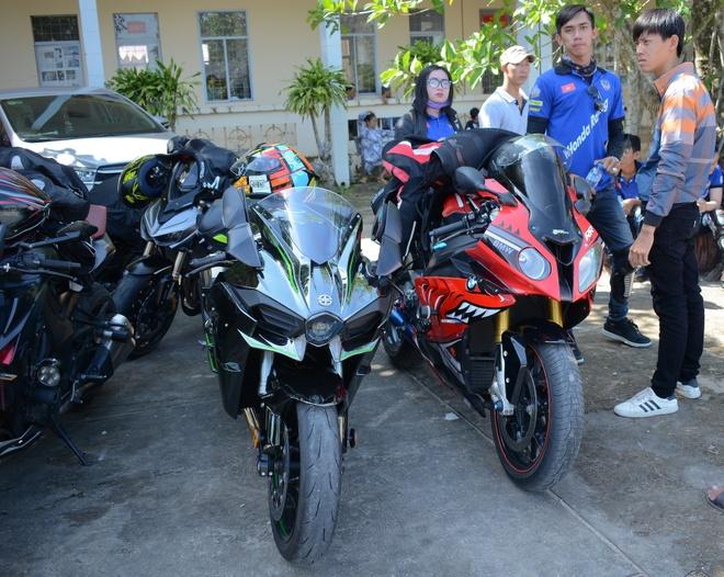 Dan sieu moto tien ty xuat hien tai Soc Trang hinh anh