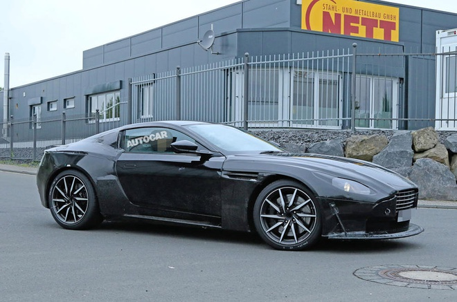 Sieu xe Aston Martin Vantage 2018 lan dau lo dien tren duong pho hinh anh 2