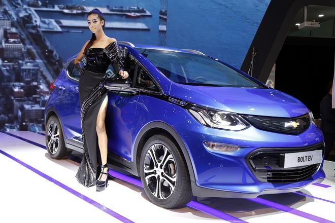 Xe dien Chevrolet Bolt EV - doi thu Tesla Model 3 co mat tai Viet Nam hinh anh