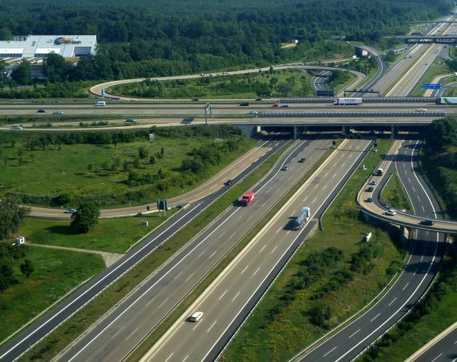 Tai sao Autobahn tai Duc khong gioi han toc do nhu My? hinh anh
