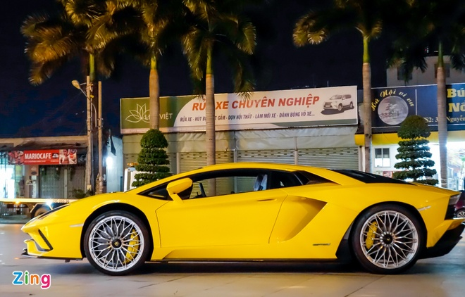 Lamborghini Aventador S hon 40 ty lan dau xuong pho Sai Gon hinh anh 2