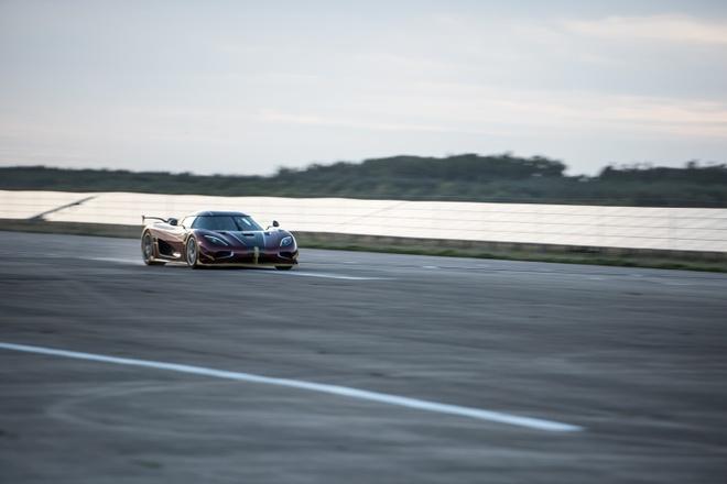 Koenigsegg Agera RS danh bai Bugatti Chiron hinh anh 10