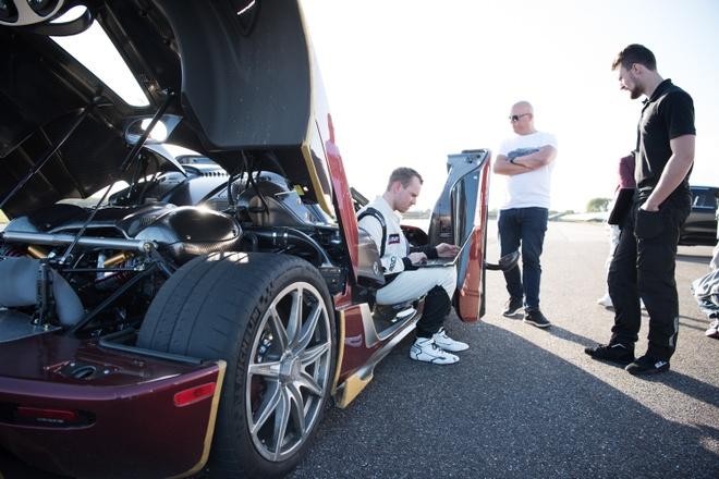 Koenigsegg Agera RS danh bai Bugatti Chiron hinh anh 4