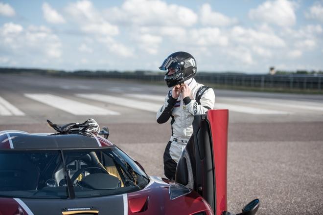 Koenigsegg Agera RS danh bai Bugatti Chiron hinh anh 5