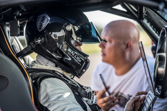 Koenigsegg Agera RS danh bai Bugatti Chiron hinh anh 6
