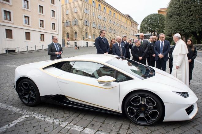 Lamborghini tang Huracan phien ban dac biet cho Giao hoang hinh anh