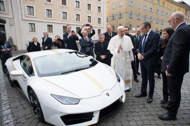 Lamborghini tang Huracan phien ban dac biet cho Giao hoang hinh anh 2