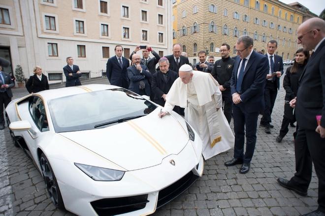 Lamborghini tang Huracan phien ban dac biet cho Giao hoang hinh anh 5