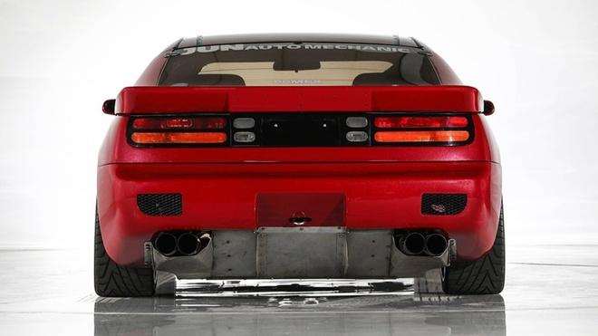 Nissan 300ZX nhanh hon Bugatti Chiron anh 3