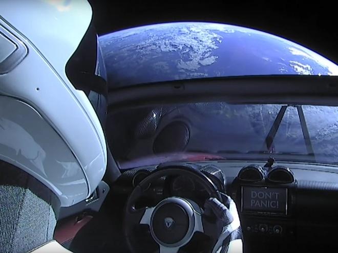 Elon Musk dua Tesla Roadster len sao Hoa anh 1