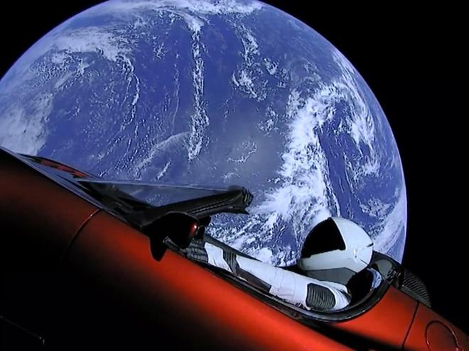 Chiec Tesla Roadster cua Elon Musk dang tren duong toi sao Hoa hinh anh