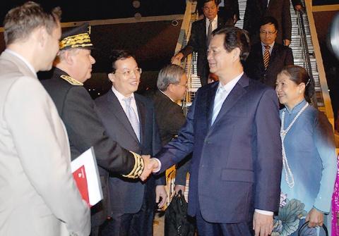 Thu tuong Nguyen Tan Dung toi Paris hinh anh