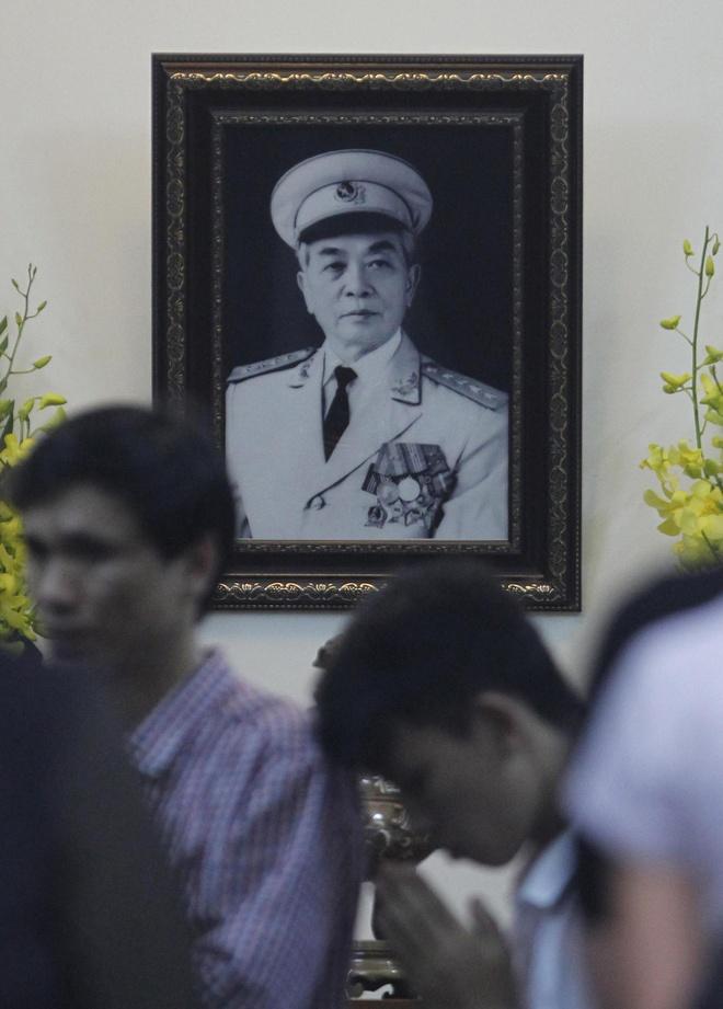 Dong nguoi vieng Tuong Giap tren bao My hinh anh 3