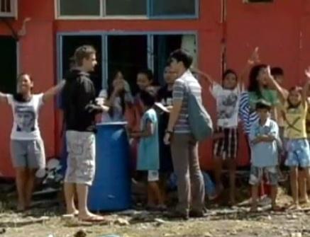 50 tre mo coi thoat chet ky dieu trong bao Haiyan hinh anh