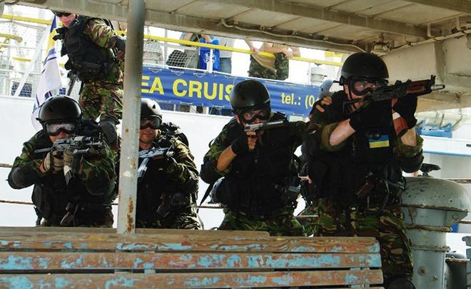 Hon 5.500 linh Ukraina chay sang chinh quyen Crimea hinh anh 1