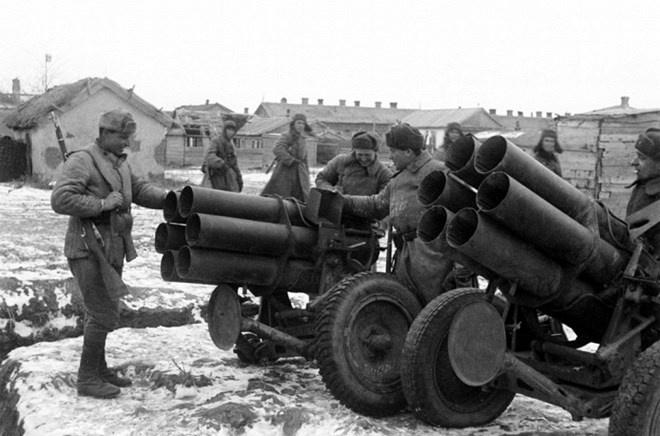 Phao binh Nga: Tu Kachiusa den Iskander hinh anh
