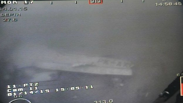 Xac dinh vi tri, chup duoc anh than may bay AirAsia hinh anh 2 Hình ảnh thân máy bay AirAsia gặp nạn dưới đáy biển