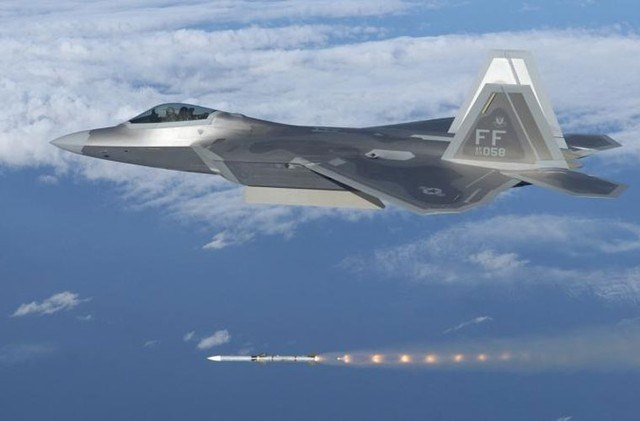 F-22 se bai tran khi khong chien voi T-50 PAK FA cua Nga? hinh anh 2 1