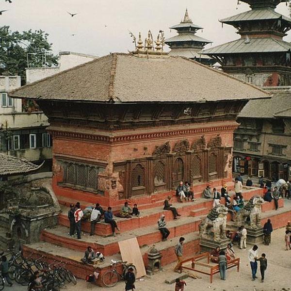 Thu do Nepal truoc va sau tran dong dat kinh hoang hinh anh 3