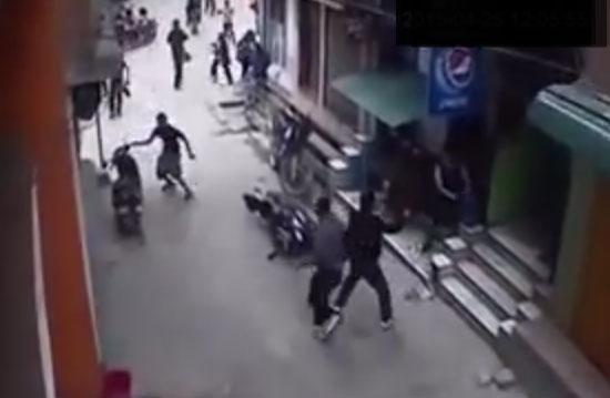 Duong pho Nepal rung chuyen trong dong dat 7,3 do Richter hinh anh