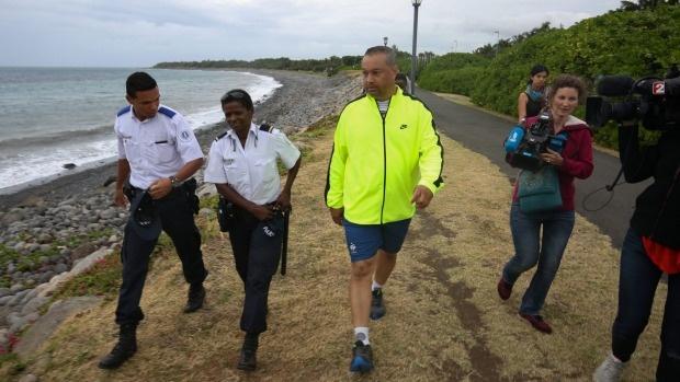 Tim thay manh vo moi nghi la khung cua so cua MH370 hinh anh 3 1