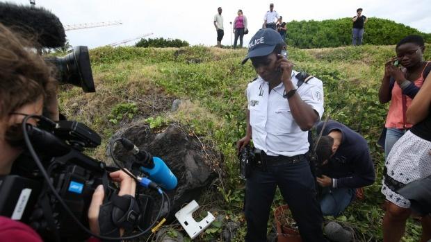 Tim thay manh vo moi nghi la khung cua so cua MH370 hinh anh 5 1