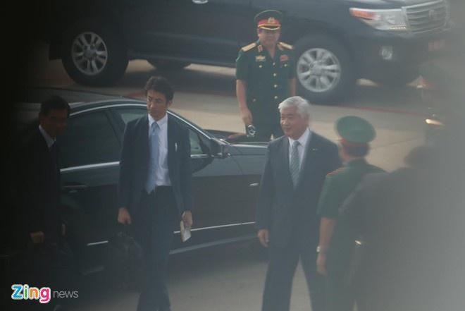 Bộ trưởng Quốc phòng Nhật đến sân bay Tân Sơn Nhất, sau đó đi Cam Ranh sáng 5/11. Ảnh: Hải An.