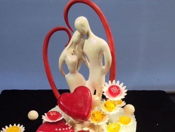 Chocolate dinh kim cuong dip Valentine gia hon 14 trieu yen hinh anh