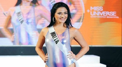 Thi sinh Miss Universe lo eo to, dui tho khi dien ao tam hinh anh