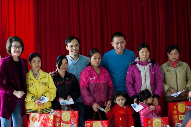 Tuan Hung trao qua Tet cho ba con vung cao hinh anh 4