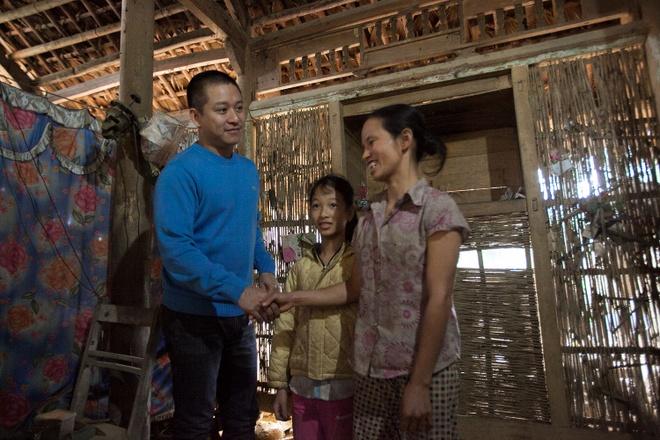 Tuan Hung trao qua Tet cho ba con vung cao hinh anh 6